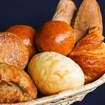 串バル - 毎日焼きたてパンを仕入れています