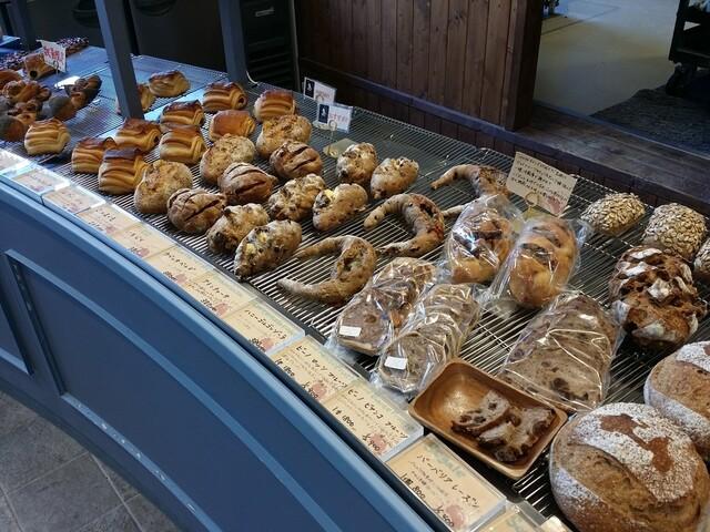ジャン フランコ - 個性豊かなパンが並んでいます