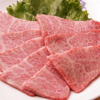 特撰牛肉を手切りで提供いたします!