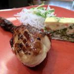 ワールドビュッフェ - 丸鶏のスモーク、スパニッシュオムレツ、大根サラダ