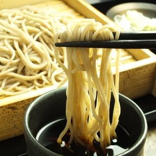 【自慢の蕎麦】石臼でひいた信州産蕎麦粉は日本酒ともぴったり!