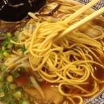 31166998 - 2014.9.30(火)17時半 初訪問 九州ラーメン的細乾麺とスープ