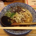 31167012 - 2014.9.30(火)17時半 初訪問 九州ラーメン的細乾麺とスープ