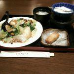 中国料理 シルクロード - 五目焼そば定食 900円