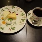 31168410 - ハーフサイズケーキが2個付いた「おすすめケーキセット」940円