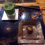 茶の葉 - 抹茶シェイク540円に羊羹を付けて864円