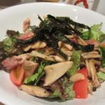 酔灯屋 - 最初はキノコと野菜の温サラダ、キノコの味でてとっても美味しいサラダです。