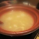 酔灯屋 - 鍋は水餃子です、最初はもつ鍋かと思いましたが既に中に美味しい水餃子が入ってました。