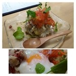 31176039 - 秋のポテトサラダ(580円)・・自家製ポテトサラダにスモークサーモンがのせられ、下には半熟卵。                       これも美味しくいただきました。