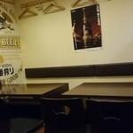 炭火居酒屋 一期一会 - グループもいけそうですねーテーブル席だし