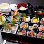 鳥蔵別邸 東屋 - 東屋彩り弁当2,300円(税別)はお昼の会食にぴったり