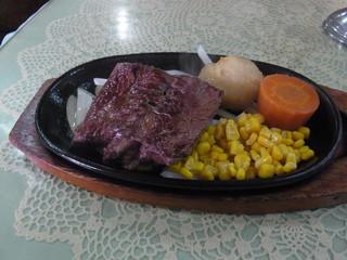 牛久亭 - ランチサービスビーフステーキ(150グラム、税込み1490円)