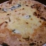 31185052 - 4種のチーズのクワット