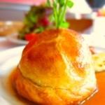ラターシュ - 料理写真:鴨、フォアグラのパイ包み焼き