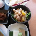 TO-FU CAFE FUJINO - 上から、おぼろとうふ 豆サラダ ごまどうふ