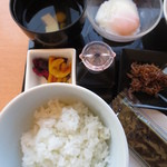 TO-FU CAFE FUJINO - 上左からお吸い物 温泉卵 香の物 ちりめん山椒 ご飯 味付け海苔