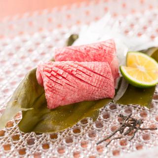 季節を演出した肉料理の数々。