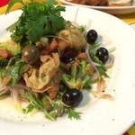 Pio - つぶ貝とアボカドのワイン蒸し
