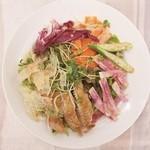和カフェ yusoshi - チキンと彩り野菜のサラダ