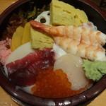 品川駅前すし処 藤寿司 - にしきちらし:850円