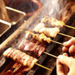 """焼とんyaたゆたゆ - 料理写真:鹿児島の茶美豚を使用した豚モツの串焼""""焼とん""""専門店です。高級紀州備長炭でじっくり焼かれた当店の焼とんは臭みがなくあっさりした味わい!"""