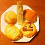 ぽれぽれベーカリー - 上左から ポテトフランス(170円) 玉子サンド(130円) 塩パン(70円) 下左から  ポテトサラダ(150円) テリヤキ(170円)