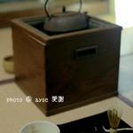 皐盧庵茶舗 - 抹茶は自分で点てます。飲み放題