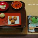 皐盧庵茶舗 - 秋のお菓子と森とお茶のセット 1620円       (栗きんとん、あべかわ餅、抹茶アイス)       (お茶は玉露、宇治煎茶、抹茶初音、抹茶賢木から選べます)