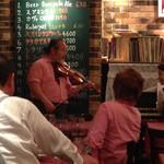 神楽坂ルバイヤート - 夜中に唐突に始まったバイオリンとピアノのデュエットはご愛嬌(^^;;