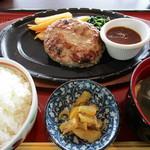 クルール - 料理写真:ハンバーグ定食 800円