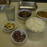 天ぷら えびす食堂 - 無料のイカの塩辛とキャベツの漬物