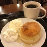 スターバックス・コーヒー - ブレンド(280円)とバターミルクビスケット(ホイップつき260円。ホイップなしは230円)