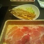 31234035 - 豚肩ロース(手前)えのきとレタス(中央)豚バラ肉(奧)