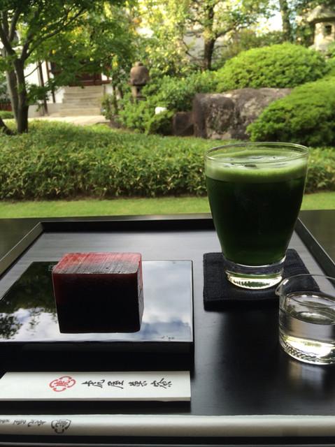 虎屋菓寮 京都一条店  - 季節の羊羹と抹茶グラッセ。