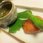 はり清 - (焼物)秋鮭の幽庵焼、菊菜菊花の煮浸しイクラのせ、ししとう鯛のすり身巻き。