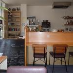 CAFÉ Kogetsudo - カウンター席で店主さんとお話するのも楽しいです♪