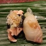 大天寿司 - 炙りサーモンとヒラメ