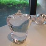 キュイジーヌ[s] ミッシェル・トロワグロ - テーブルウェアの硝子の小物