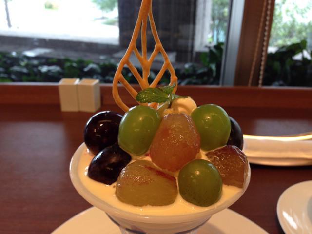 カフェレストラン オリビエ - ぶどうのパフェ¥1000