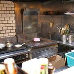 3125830 - 炊き台の上に鎮座する本日のお肉