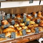 グリーンフィールド - 2014.9 早朝6時半から惣菜パンが並びます
