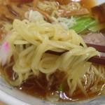 ぎょうざの満洲 - 麺のアップ♪