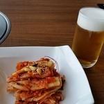 31253283 - グラスビールと白菜キムチ。
