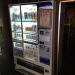 31254553 - アルコールはビールからチューハイ、ハイボールや水割り等。