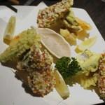 魚菜家 - あられを纏った綺麗な天麩羅