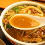 皐月庵 - 肉あげヤサイカレーうどん(スープ)