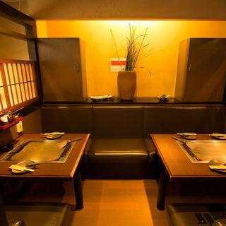 落ち着いた雰囲気の店内、カウンター、ボックス席、半個室あり!