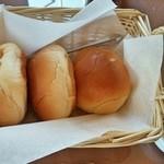 パスタランテ - ロールパン 1個65円