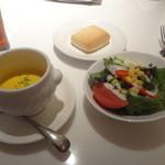 31260863 - スープ、サラダ、ミルクパン