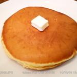 キプフェル - ホットケーキ 型に入れずパンで焼いた感じがたまりません♪